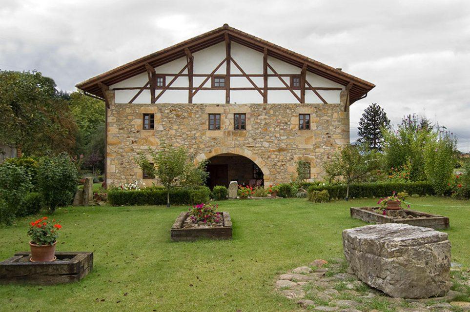 Vista exterior de caserio en Berriz